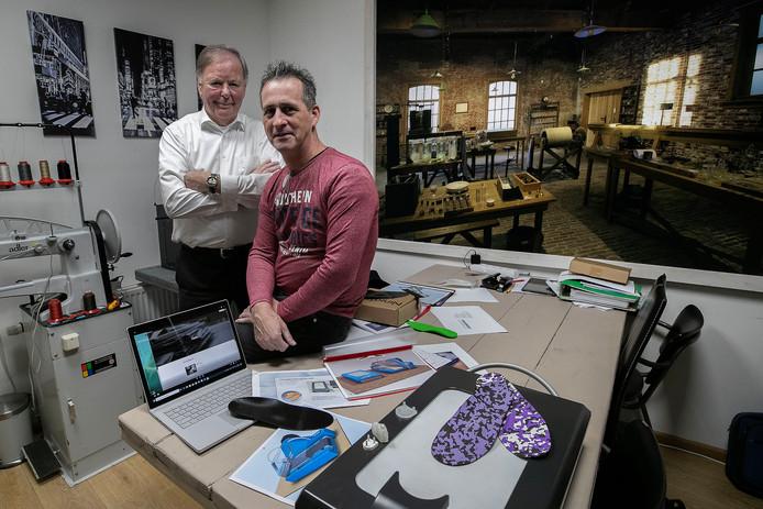Theo Maas (links) en Roland Koks: printen is geluidsvriendelijker, kost minder ruimte en afval.