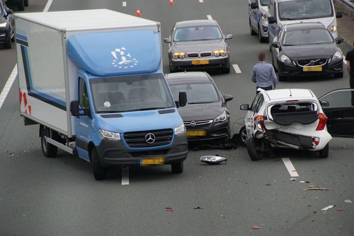 Een ongeluk op de A28 naar Zwolle levert flinke vertraging op.