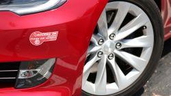 Autodieven vallen stil met platte batterij: Tesla terug bij eigenaars