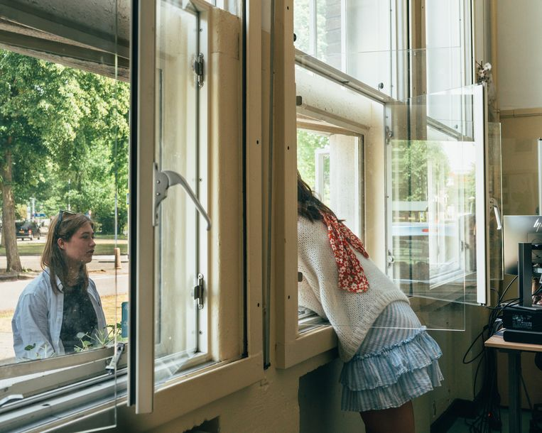 In Alkmaar in het Murmellius krijgen de brugklassers en hogere klassen voor het eerst weer les.  Beeld Rebecca Fertinel