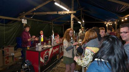 Discussie over petflessen op Druivenfestival