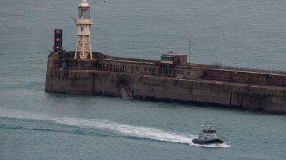 Politie pakt 14 migranten op die met gestolen schip Kanaal wilden oversteken