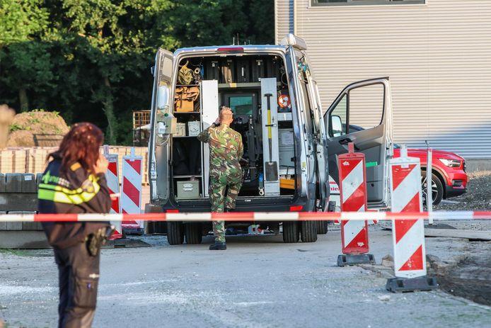 De Explosieven Opruimingsdienst Defensie (EOD) maakte de handgranaat onschadelijk. Het explosief bleek bedoeld voor de Marokkaanse familie El Hammouchi uit Emmeloord.