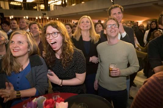 Vreugde bij GroenLinks in Arnhem. De partij lijkt de grote winnaar te worden in Arnhem.