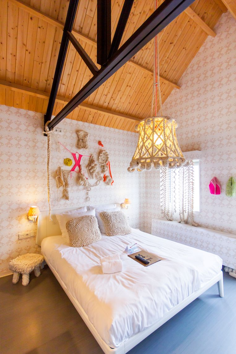De twintig kamers van Hotel Modez werden ingericht door laureaten van de Arnhemse kunstacademie. Beeld null