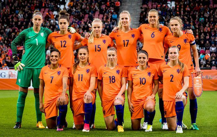 De Oranjevrouwen bij een oefenwedstrijd tegen Frankrijk eerder dit jaar.