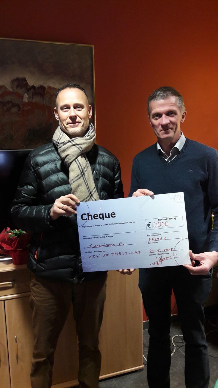 De cheque voor De Toevlucht.