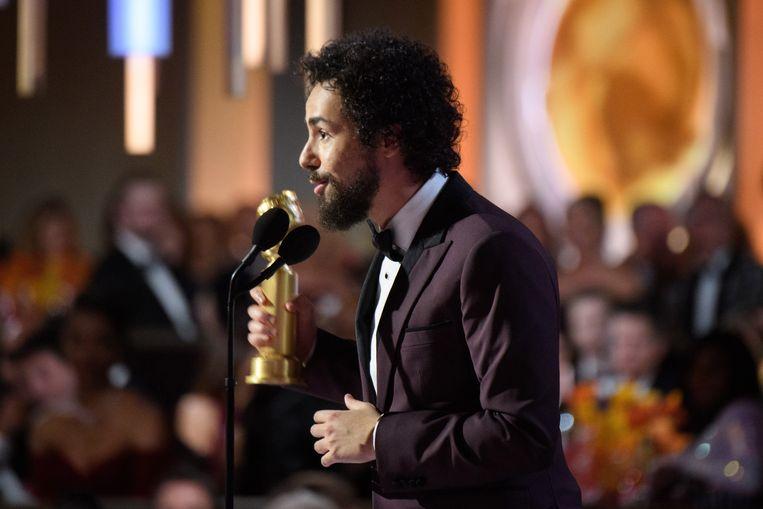 Ramy Youssef houdt zijn dankwoord na het winnen van zijn Globe.