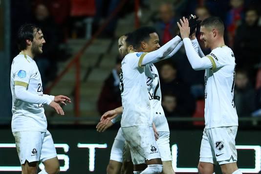 Vreugde bij FC Utrecht na een doelpunt.