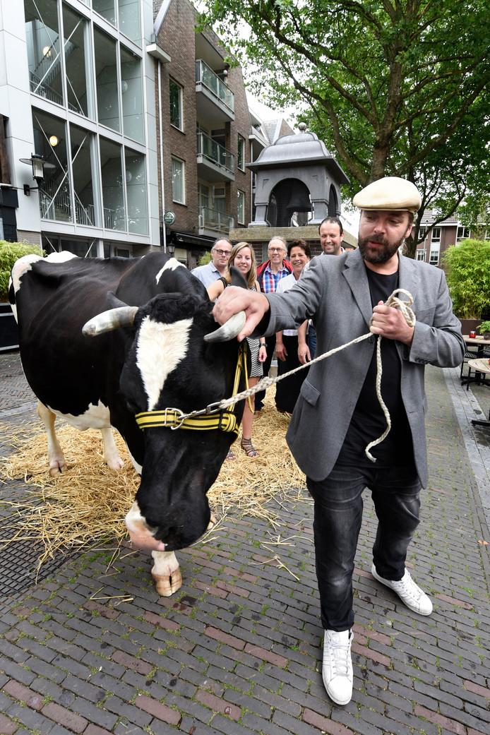Martin Damen maakt bekend dat de Woerdense Koeiemart cultureel erfgoed wordt.