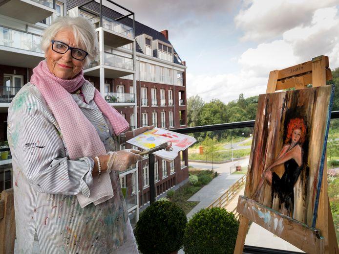 Jopie Smarius uit Tilburg schildert mensen- én paardenportretten. Foto Marc Bolsius