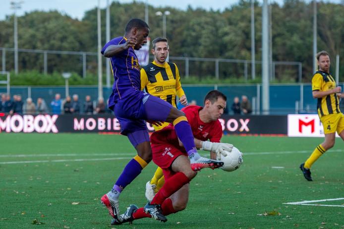 Hoek (zwart-geel) verloor zaterdag bij VVSB.