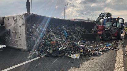 E40 in Nevele versperd na ongeval met gekantelde vrachtwagen, lange files tot gevolg