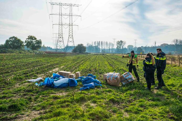 Afval van een hennepkwekerij, gedumpt bij Nuenen.
