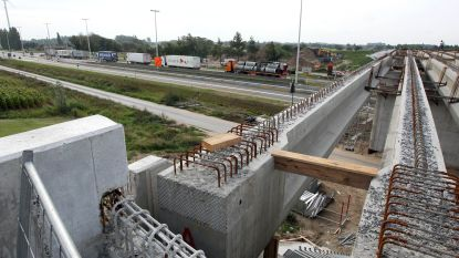 Betere parallelwegen langs N49