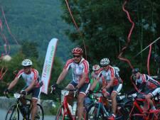 Live: Deelnemers Team Westland bereiken top Tourmalet