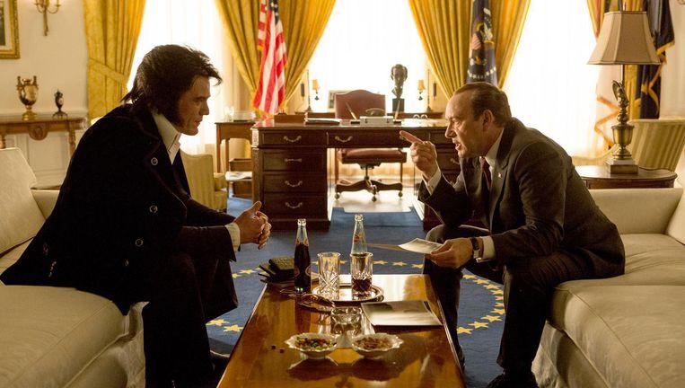 Elvis & Nixon gespeeld door Michael Shannon en Kevin Spacey Beeld -