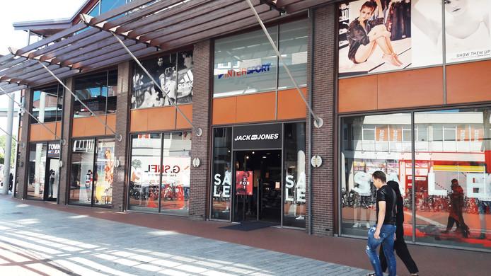 Twee bestaande winkels, Jack & Jones en Tommy Tommy Hilfiger, op het Loeffplein