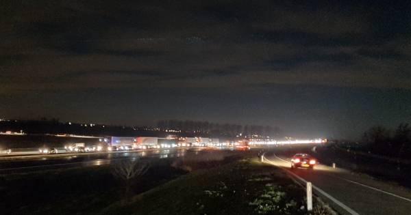 Drukke avondspits na ongelukken, meer dan een uur vertraging op A15.
