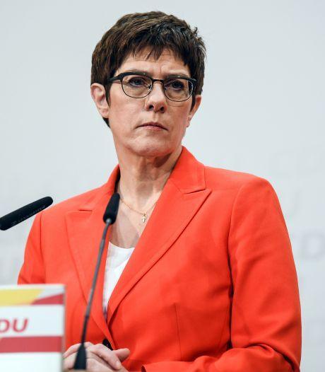 Opvolger Merkel geeft partijvoorzitterschap op en is niet meer in de race voor bondskanselierschap