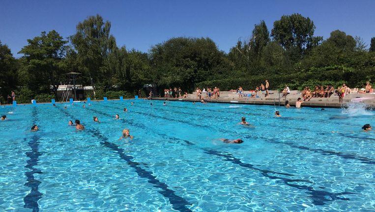 Het wedstrijdbad van het Flevoparkbad Beeld  Vereniging Flevoparkbad