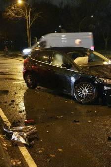 Auto's botsen op elkaar op kruising in Wageningen