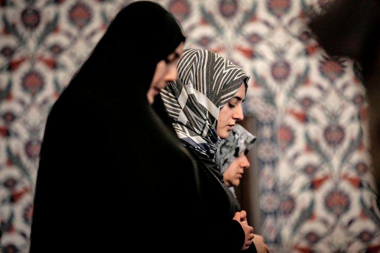 Biddende moslimvrouwen op de eerste dag van de ramadan in Johannesburg.