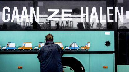 Nederlanders willen zelf vluchtelingen ophalen in Griekenland: bus van 'We Gaan Ze Halen' is na 120 km gestrand nabij Eindhoven