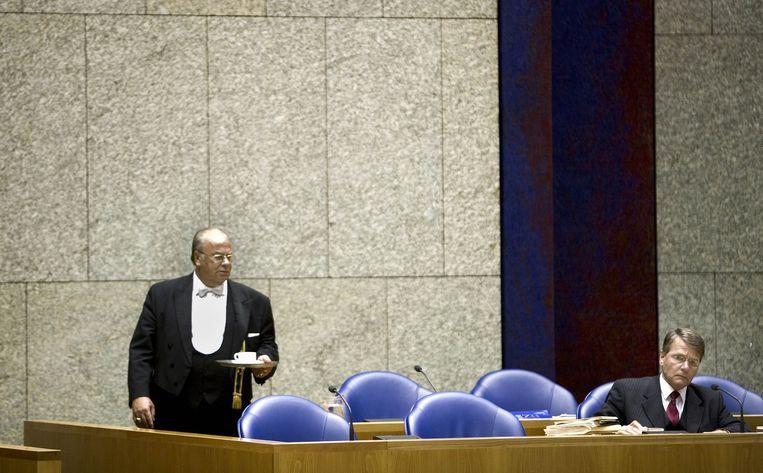Minister Piet Hein Donner tijdens een spoeddebat in de Tweede Kamer in 2005. Donner moest zich verantwoorden voor de fouten van het OM bij de Schiedamse parkmoord. Beeld Martijn Beekman