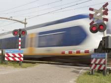 Agent redt vrouw met gevaar voor eigen leven in Bergen op Zoom: 'Ze zat op nog geen halve meter van het spoor'