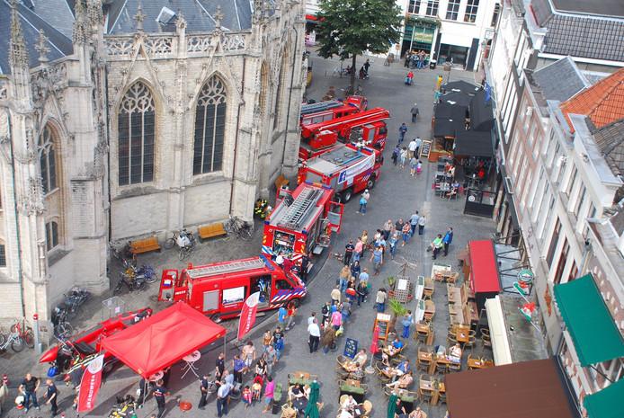 De brandweer is massaal uitgerukt naar de Grote Markt in Breda