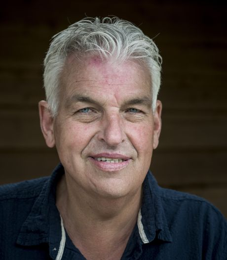Boer Geert Jan duikt weer op in konijnenpak en Merel blijkt een waaghals