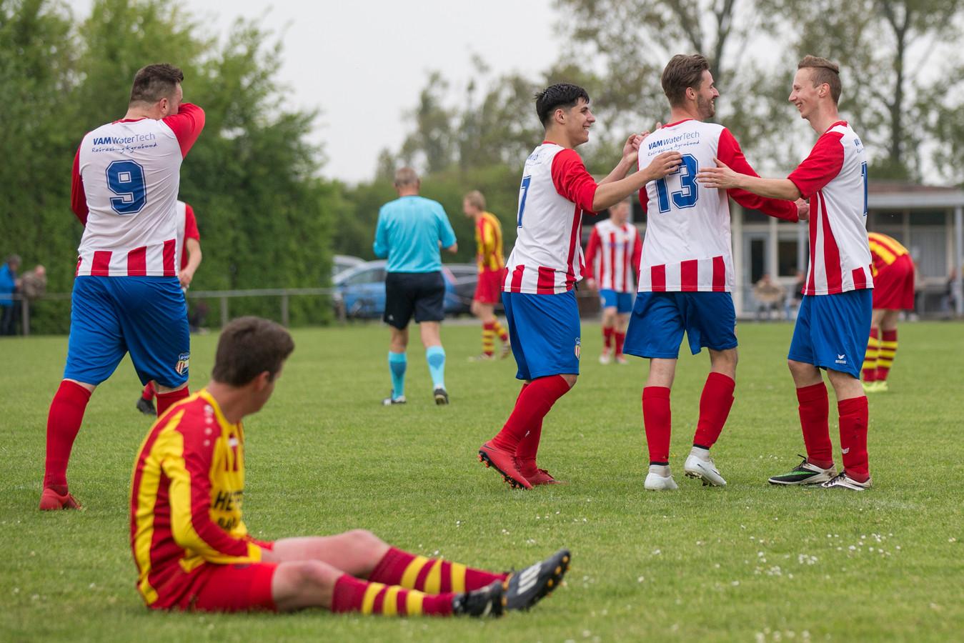 DwO'15 (rood-wit) speelt zaterdag de 'Derby van de Zak' tegen Hoedekenskerke/Kwadendamme.