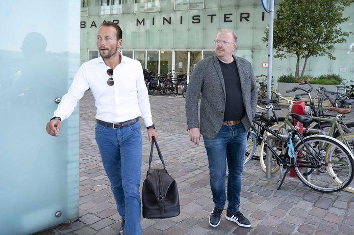 Jan Roos en zijn advocaat Robert van der Laan tijdens de inhoudelijke behandeling van de zaak bij het gerechtshof op 5 augustus.