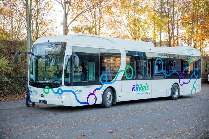 Chauffeurs hebben de afgelopen tijd al kennis kunnen maken met de nieuwe elektrische bussen en zijn enthousiast.