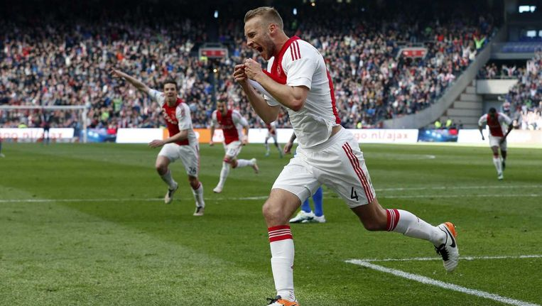 Mike van der Hoorn zorgde voor de bevrijdende 2-0 voor Ajax. Beeld anp