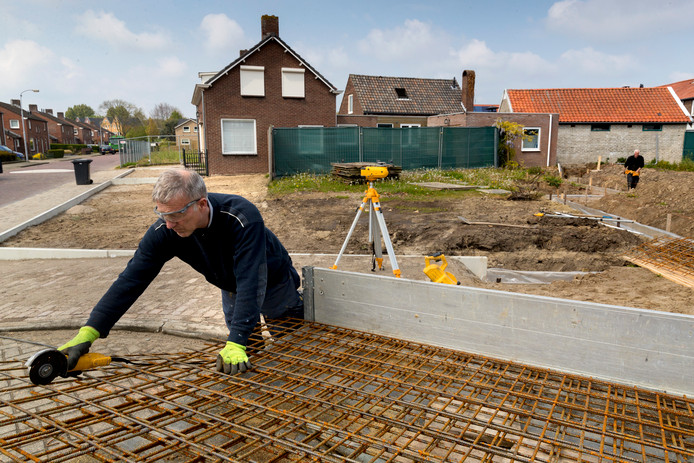 """Elk spreekuur hoort huisarts Bettina van Steenis trieste levenslopen. ,,Mensen die zwaar lichamelijk werk doen, stratenmakers en bouwvakkers, kunnen op hun 60ste niet meer wat ze konden toen ze 30 waren."""""""