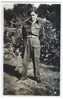 Dienstplichtig soldaat Piet Colsters in zijn uniform.