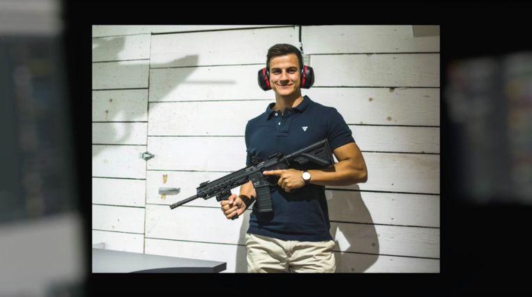 Schild&Vrienden fuehrer Dries Van Langenhove with gun