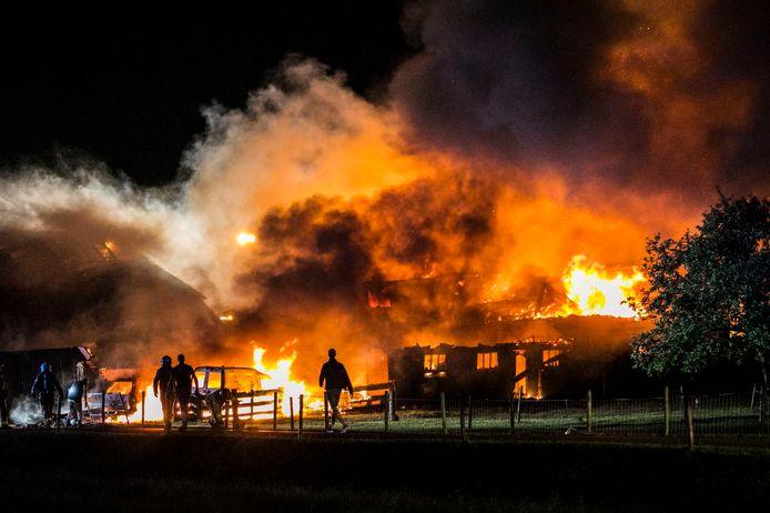 Vuurzee verwoest monumentale woning in Almen