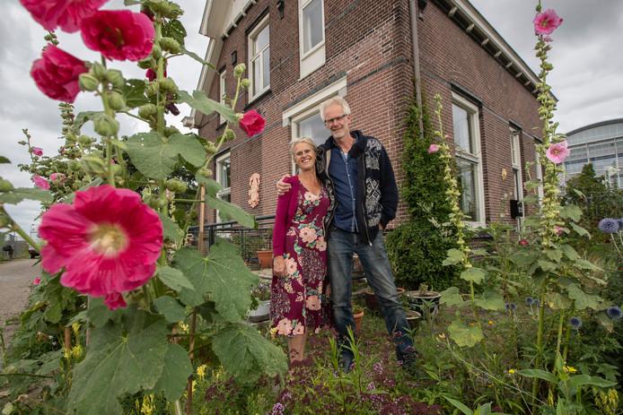 Karel Overbeek en An de Cock organiseren een zomerprogramma voor nieuwe en oude Nederlanders in Villa Vleer op de Voormars in Zutphen.