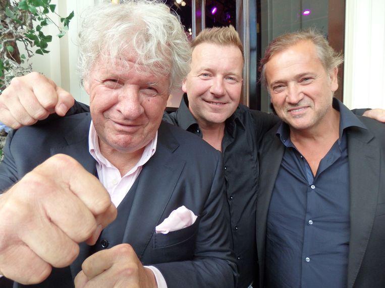 Met kermiskoning Frans Stuy (r) en oud-presentator Willibrord Frequin: 'Als kijker begrijp ik het wel, als vriend vind ik het een schande.' Beeld Schuim