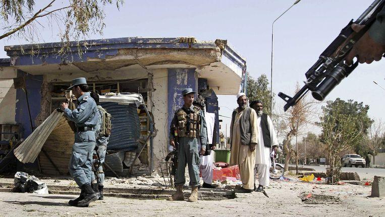 Bij een bomaanslag in Kandahar zijn vandaag een dode en een gewonde gevallen. De bom was bevestigd aan een geparkeerde motorfiets. De aanslag voltrok zich op het moment dat een delegatie van de Afghaanse regering in de stad bijeen was voor een vergadering over het bloedbad van afgelopen zondag. Beeld null