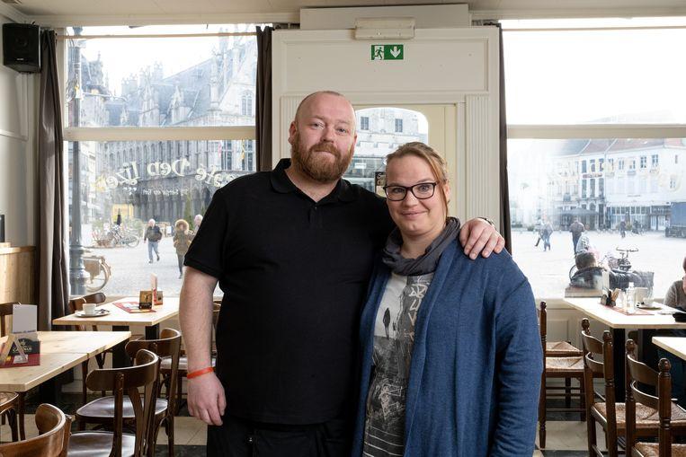 MECHELEN Serge Van Cauwenbergh en Evi Cambré zijn de nieuwe uitbaters van café Den IJzer op de Grote Markt
