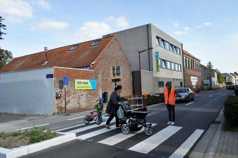 De bloembakken aan school Ter Ham moeten voor meer veiligheid zorgen.
