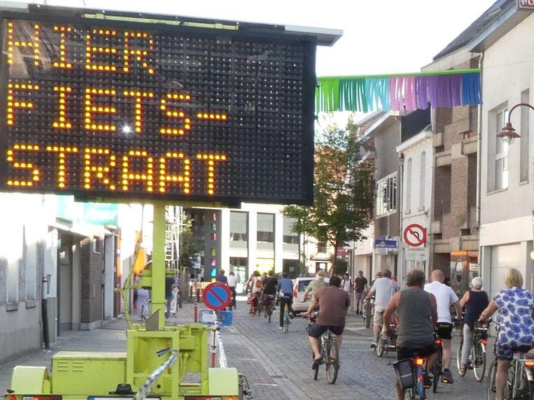 De eerste fietsstraat van Londerzeel werd feestelijk ingereden.