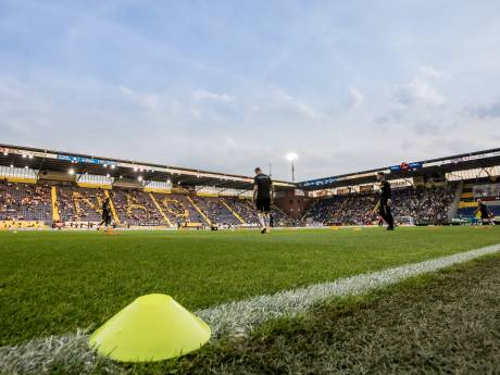 Opnieuw Spaanse verdediger voor NAC: Roger Riera tekent voor twee jaar