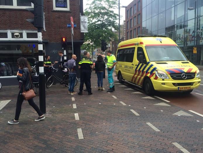 De twee fietsers botsten tegen elkaar op het kruispunt Kerkstraat met Keizersgracht