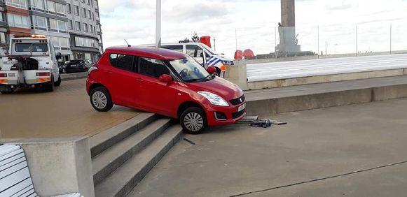 De Seat probeert de trappen te nemen aan het Zeeheldenplein, maar mislukt in dat opzet.