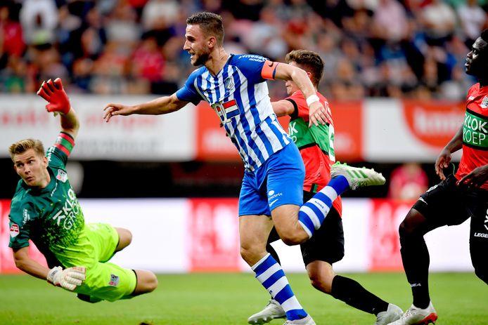 Branco van den Boomen van FC Eindhoven maakt de 1-1 tegen NEC.